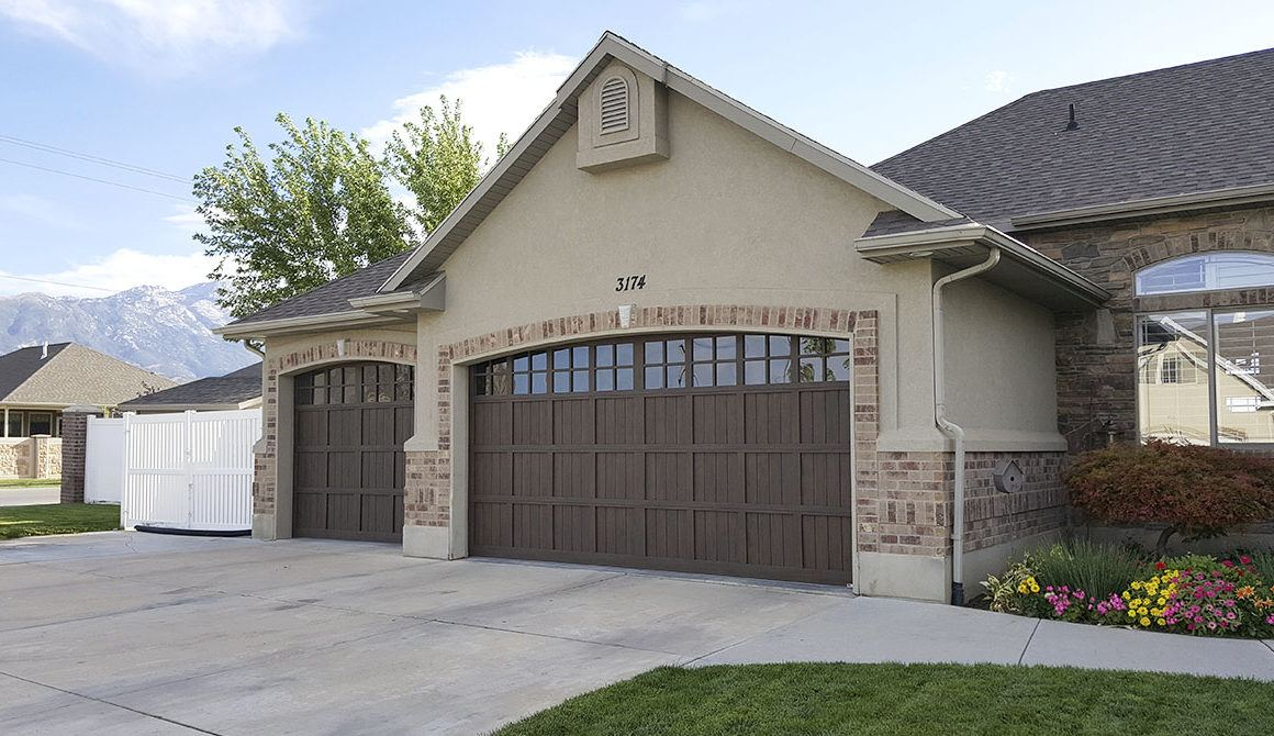 Steel Pinnacle garage doors
